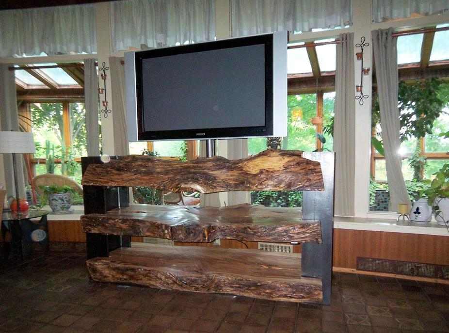 Merveilleux Custom Designed Natural Log TV Stand Built Using Three Slices Of An